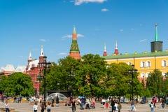 Moscú, Rusia - 14 de mayo 2016 Vista del Kremlin del cuadrado de Manezhnaya Imagen de archivo libre de regalías