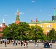 Moscú, Rusia - 14 de mayo 2016 Vista del Kremlin del cuadrado de Manezhnaya Imagenes de archivo