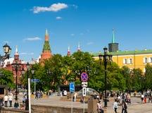 Moscú, Rusia - 14 de mayo 2016 Vista del Kremlin del cuadrado de Manezhnaya Fotografía de archivo