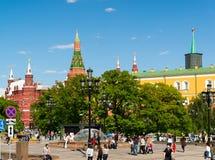 Moscú, Rusia - 14 de mayo 2016 Vista del Kremlin del cuadrado de Manezhnaya Fotos de archivo