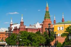Moscú, Rusia - 14 de mayo 2016 Vista del Kremlin del cuadrado de Manezhnaya Fotografía de archivo libre de regalías