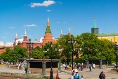 Moscú, Rusia - 14 de mayo 2016 Vista del Kremlin del cuadrado de Manezhnaya Imágenes de archivo libres de regalías