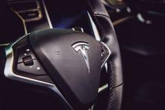 MOSCÚ, RUSIA - 23 DE NOVIEMBRE DE 2016: Interior de la cabina el Tesla MES Fotografía de archivo libre de regalías