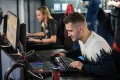 MOSCÚ, RUSIA - 27 DE OCTUBRE DE 2018: Huelga del contador del EPICENTRO: Acontecimiento ofensivo global de los esports El videoju imagen de archivo libre de regalías