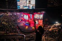 MOSCÚ, RUSIA - 27 DE OCTUBRE DE 2018: Huelga del contador del EPICENTRO: Acontecimiento ofensivo global de los esports Fan feliz  foto de archivo libre de regalías