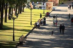 Moscú, RUSIA - 18 de septiembre: gente en la calle el 18 de septiembre de 2014 Imágenes de archivo libres de regalías
