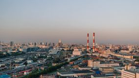 MOSCÚ, RUSIA - 30 DE SEPTIEMBRE, Moscú: Puesta del sol que establece Timelapse del distrito residencial en el centro de ciudad de almacen de metraje de vídeo