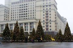MOSCÚ, RUSIA - DICIEMBRE DE 2017: La Navidad y Año Nuevo en el cuadrado de Manege Estaciones de Moscú del festival Fotografía de archivo libre de regalías
