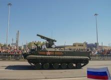 Moscú, Rusia, el 9 de mayo de 2014 El desfile de la victoria, el tanque BTR-80 Imagenes de archivo