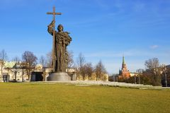Moscú, Rusia, 09/11/2017, el monumento a príncipe Vladimir del St el grande Foto de archivo