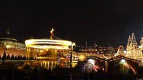 MOSCÚ, RUSIA - ENERO, 2, 2017 Mercado tradicional del Año Nuevo y de la Navidad en la Plaza Roja El día de fiesta feliz va ronda Foto de archivo libre de regalías