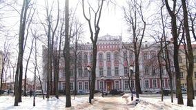 MOSCÚ, RUSIA - febrero de 2019: Vista de la galería vieja en Moscú Cantidad com?n Vuelo del p?jaro - 1 almacen de metraje de vídeo