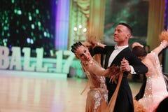 Moscú, Rusia, la 3a de diciembre de 2017, baile de hombres y wo imagen de archivo