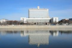 Moscú, Rusia, marzo, 28, 2016 La casa del gobierno de la Federación Rusa la Casa Blanca Foto de archivo
