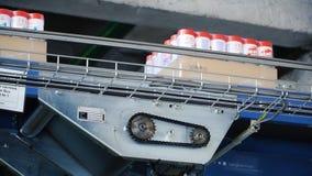 Moscú, Rusia - mayo de 2017: Detergente en cadena de producción automatizada equipo moderno clip Cadena de producción para Fotografía de archivo libre de regalías