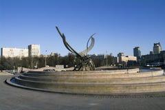 MOSCÚ, RUSIA - noviembre de 2016 - la abducción de la escultura del escultor belga Olivier Strebelle de Europa en el cuadrado de  Imagen de archivo