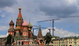 Moscú, Rusia, Plaza Roja, templo de la albahaca el monumento bendecida, de Minin y de Pojarsky Foto de archivo