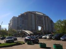Moscú, Rusia - pueden 07 2018 Arco solar complejo residencial de la élite - Arco di Sole Imagen de archivo