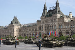 Moscú, Rusia - pueden 09, 2008: celebración del desfile de Victory Day WWII en cuadrado rojo Paso solemne del equipo militar, vol Fotografía de archivo
