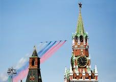 MOSCÚ, RUSIA - PUEDEN, 07: El desfile del aire en Moscú encendido puede, 07 2015 Imagen de archivo libre de regalías