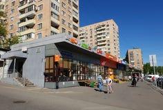 Moscú, Rusia - pueden 07 2018 paisaje urbano en la calle de Bolshaya Semyonovskaya Foto de archivo libre de regalías