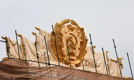Moscú, Rusia Reconstrucción de VDNH Escudo de armas de la república federativa socialista soviética rusa RSFSRÑŽ fotos de archivo