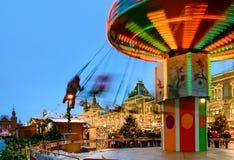 Moscú, Rusia - Yanuary 13, 2018: Gente en la Navidad y mercado justo del ` s del Año Nuevo en Plaza Roja cerca de la GOMA Fotografía de archivo libre de regalías