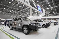 MOSCÚ, SEPT, 5, 2017: La opinión sobre nuevo Volkswagen modificó para requisitos particulares de los coches del camino, objetos e Fotografía de archivo