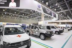 MOSCÚ, SEPT, 5, 2017: La opinión sobre nuevo Volkswagen modificó para requisitos particulares de los coches del camino, objetos e Imagen de archivo