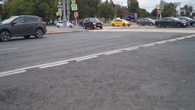 Moscú, tráfico en el centro de la ciudad en la tarde del fin de semana