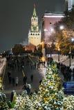 Moscú y cuadrado rojo maravillosamente adornados por Año Nuevo y Chr imágenes de archivo libres de regalías