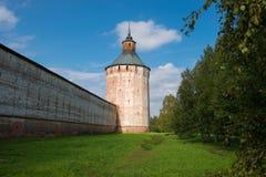 Moscú y x28; Ferapontov& x29; torre y paredes de St Cyril-Belozersky Mona fotos de archivo libres de regalías