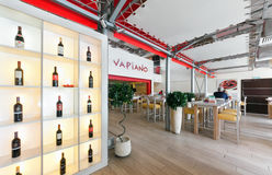 MOSCA - AGOSTO 2014: Interno della cucina italiana a catena internazionale della casa del ristorante Fotografie Stock Libere da Diritti