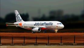 mosca Avião vôo aeroporto vara transporte airway luz Fotografia de Stock Royalty Free