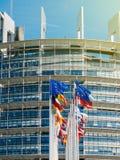 Mosca de la bandera de unión europea en el medio palo después del terrorista de Manchester Imagen de archivo libre de regalías