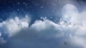Mosca de la nube a través con la luna