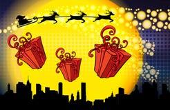 Mosca de Papá Noel sobre las cajas de regalo de la noche y del descenso de la ciudad Imagen del vector libre illustration