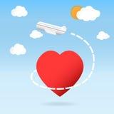 Mosca dell'aeroplano intorno al concetto di viaggio del cuore di amore rosso di forma Fotografia Stock Libera da Diritti
