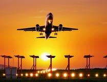 Mosca do avião comercial acima Fotografia de Stock Royalty Free