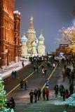 Mosca e quadrato rosso meravigliosamente decorati per il nuovo anno e immagine stock libera da diritti