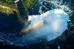 Mosca en el arco iris de Niagara Falls en el helicóptero Imagenes de archivo
