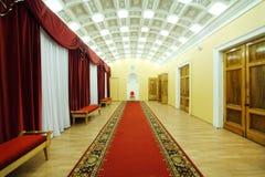 Corridoio con tappeto rosso in palazzo su Yauza Fotografia Stock