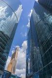 MOSCA - 8 GIUGNO 2017: Vista grandangolare dei grattacieli della Mosca-città Costruzioni commerciali moderne Immagini Stock Libere da Diritti