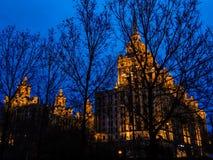 Mosca, hotel Ucraina di illuminazione di notte immagini stock