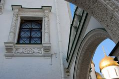 Mosca Kremlin Cipolla della chiesa sfaccettata di Dormition e della camera Fotografia Stock Libera da Diritti