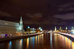 Mosca Kremlin e fiume di Moskva nella notte Fotografia Stock