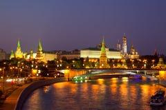 Mosca Kremlin e fiume di Moskva nella notte Fotografie Stock