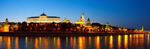 Mosca Kremlin nella notte di estate La Russia Fotografia Stock