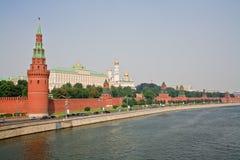 Mosca Kremlin in opacità di estate durante il tramonto Fotografia Stock Libera da Diritti