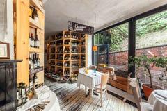 MOSCA - LUGLIO 2013: Cucina italiana regionale Cervetti del ristorante interno Ristorante italiano alla moda Immagini Stock